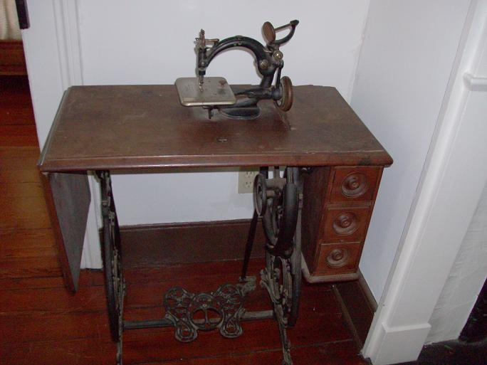 Early – Mid 1800's Sewing Machine