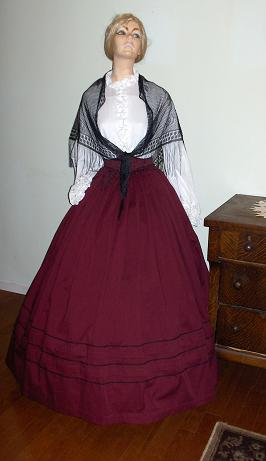 1800's ladies dresses and gowns